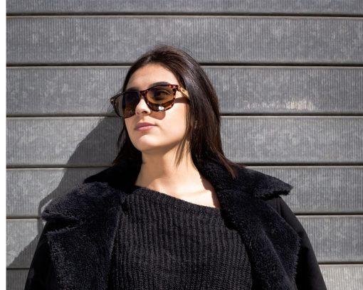 femme moom lunettes soleil bois